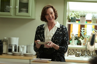 Joan Cusack as Sheila in Shamless (episode 3) - Photo: Courtesy of SHOWTIME - Photo ID: shameless_103_0956