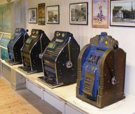 800px-Slot_machines_at_Wookey_Hole_Caves